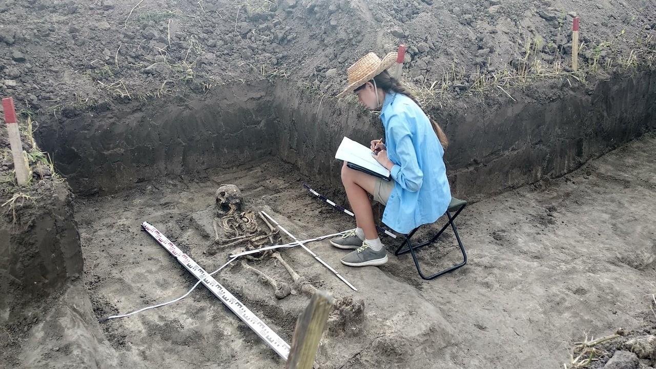 На Шумщині археологи розкопали поховання Комарівської культури